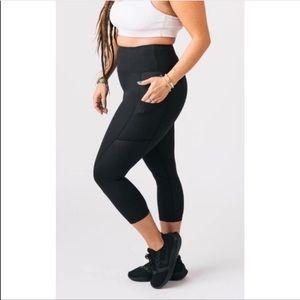 Zyia Active Black High Rise Capri Cropped leggings